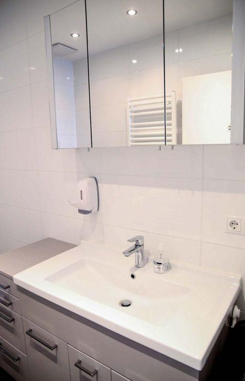 seminarraum mieten wien raum 1 badezimmer mit alibert
