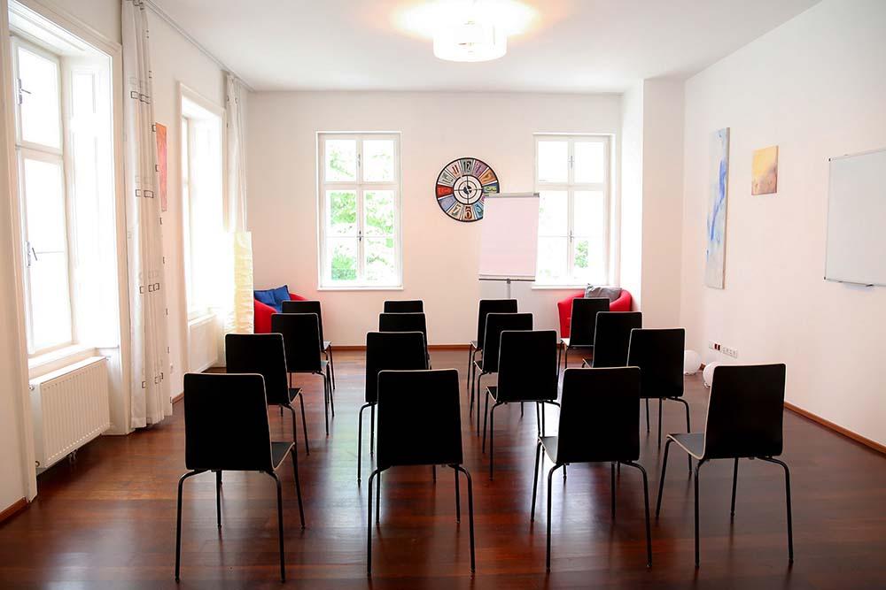 seminarraum mieten wien raum 1 vortrag und präsentation bestuhulung ohne tische